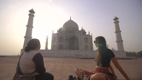 Reveal-Shot-of-Tourists-Looking-at-Taj-Mahal