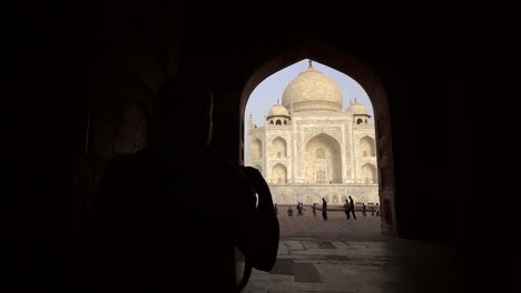 Silhouetted-Photographers-at-Taj-Mahal