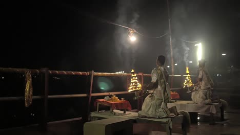 Nighttime-Worship-in-Varanasi