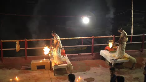Ganga-Aarti-Ceremony-in-Varanasi