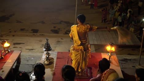 Priest-Performing-Gange-Aarti-in-Varanasi