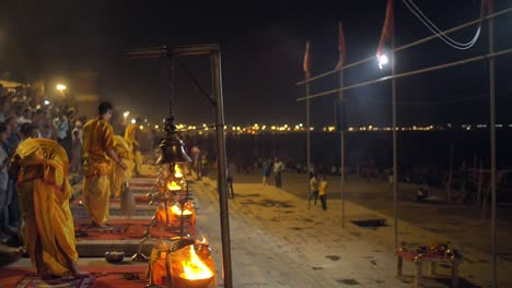 Women-Worshipping-Purifying-Flame-at-Ganga-Aarti
