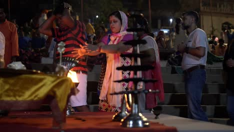 Worship-of-Purifying-Flame-at-Ceremony-in-Varanasi