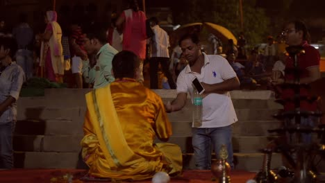 Ganga-Aarti-Attendees-Receive-Handfuls-of-Water