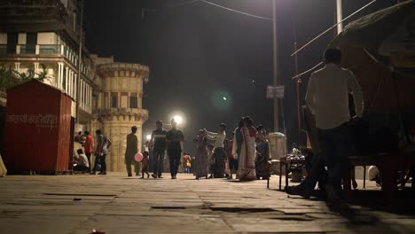 Focus-Pull-of-Indian-Street-at-Night