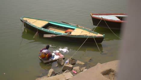 Woman-Washing-Clothes-in-Ganges-Varanasi