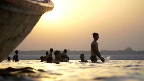 Men-Bathing-in-River-Ganges-in-Varanasi