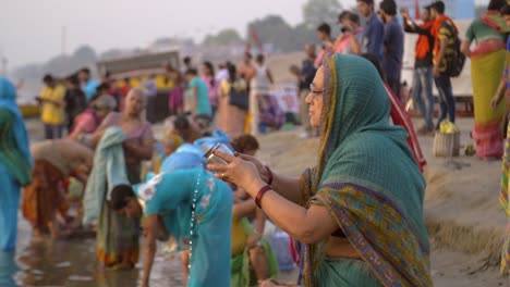Woman-Pouring-Holy-Water-Into-the-Ganges