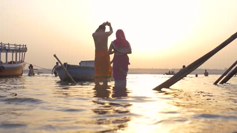 Couple-Praying-in-River-Ganges