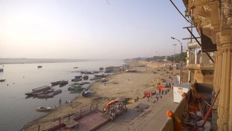 Shot-of-the-Ganges-Riverbank-in-Varanasi