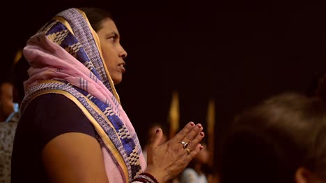Indian-Woman-Clapping
