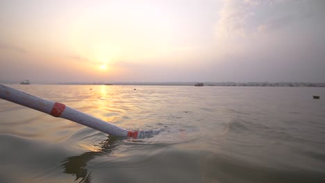 Oar-on-Rowing-Boat-at-Sunset