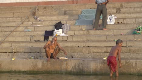Man-Brushing-His-Teeth-on-a-Ganges-Ghat