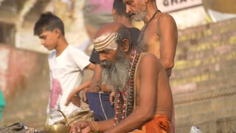 Sadhu-Applying-White-Paint-to-His-Nose