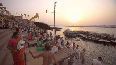 Crowded-Waterfront-in-Varanasi