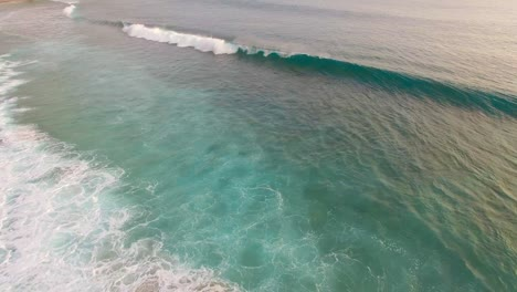 Waves-Crashing-Over-Shallow-Reef-