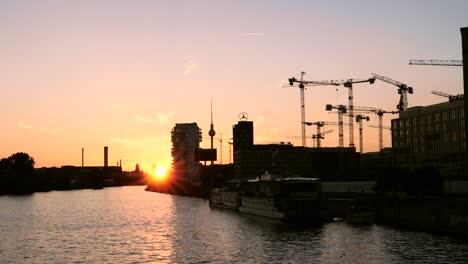 Silhouetted-Riverside-in-Berlin