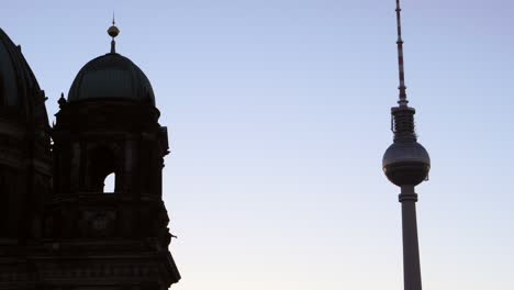 Fernsehturm-in-Berlin-at-sunrise