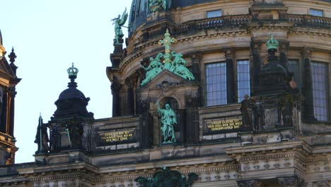 Statues-on-the-Berliner-Dom