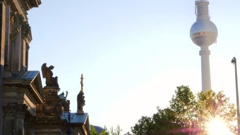 The-Berlin-Fernsehturm-Glowing-at-Sunrise