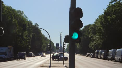 Looking-Down-Freeway-to-Victory-Column