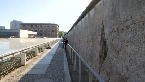 Static-Shot-Along-The-Berlin-Wall