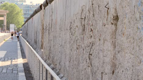 Static-Shot-Along-The-Berlin-Wall-2