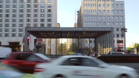 Traffic-Passing-Bahnhof-Potsdamer-Platz