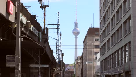 Berlin-Fernsehturm-Towering-Over-Skyline