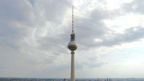 Panning-Up-Berlin-TV-Tower