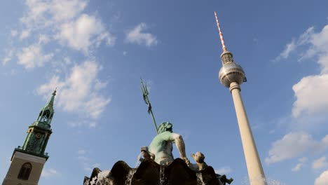 Neptunbrunnen-Fountain-and-Fernsehturm