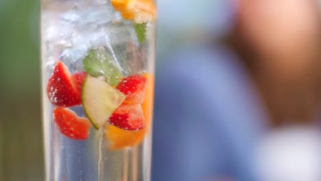 Fruity-Summer-Cocktail-Bubbling-in-Sun