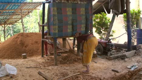 Crushing-Rocks-at-Small-Indonesian-Gold-Mine