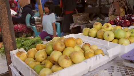 Panning-Along-Produce-at-a-Market