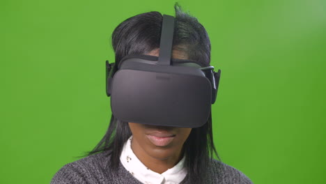 Woman-in-VR-Headset-on-Greenscreen