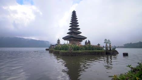 Bratan-Lake-Pagoda