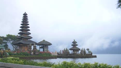 Large-and-Small-Pagodas-on-the-Bratan-Lake