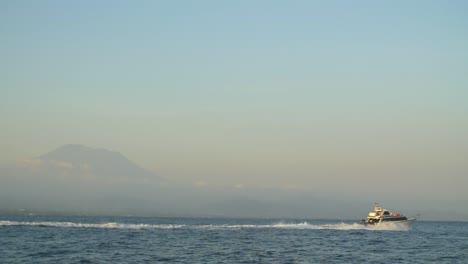 Speedboat-Sailing-on-Choppy-Water
