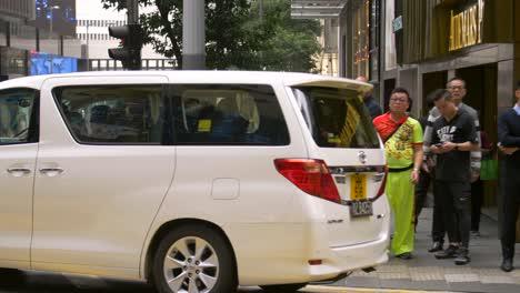 Commuters-in-Hong-Kong-CBD