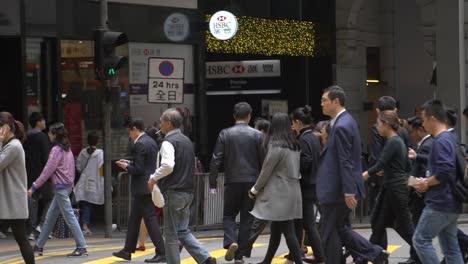 Commuters-Crossing-Road-in-Hong-Kong