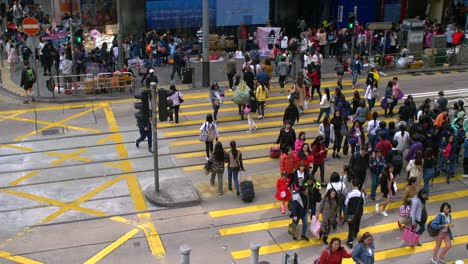 Busy-Crosswalk-in-Hong-Kong
