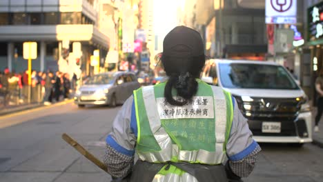 Street-Cleaner-In-Hong-Kong