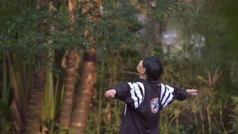 Man-Exercising-in-Hong-Kong-Park