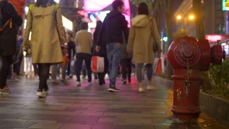Busy-Illuminated-Sidewalk-in-Hong-Kong