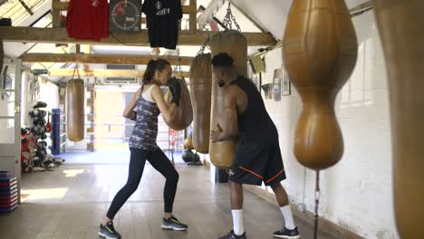Boxer-Training-in-Boxing-Gym
