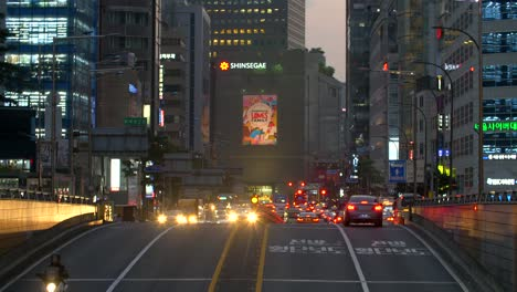 Focus-Pull-to-Busy-Street-in-Seoul