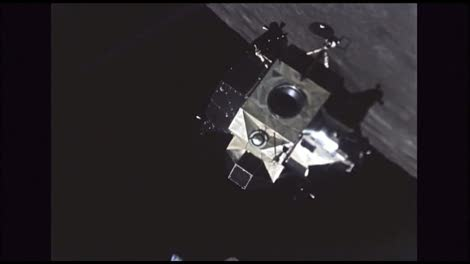 Lunar-Excursion-Module-Orbiting-Moon-1