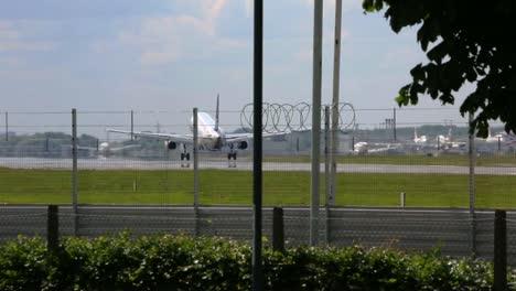 Plane-Landing-at-Heathrow