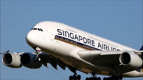 Singapore-Airbus-A380-Landing