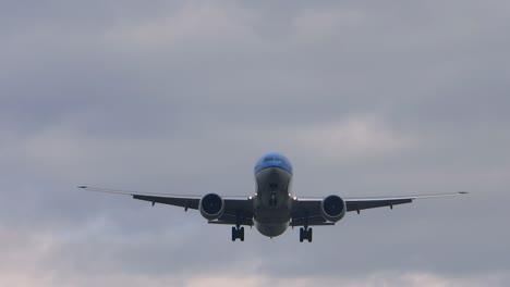 Boeing-Aircraft-Landing